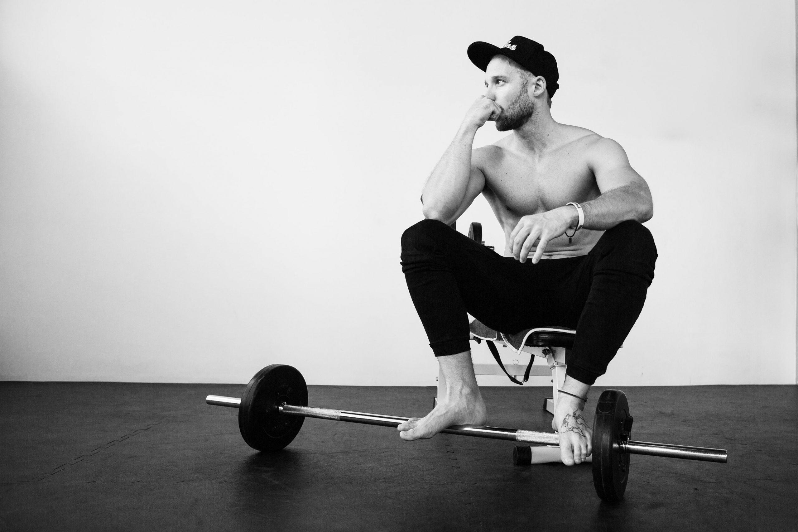 business stories fitness_lifestyle_mike pose_FabulouSky_Studio Photography_Christina Hein